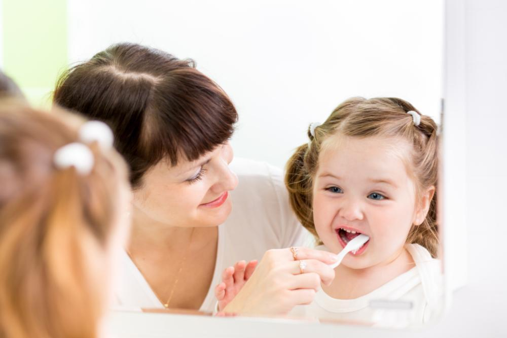 A mother brushes her daughter's teeth | Dentist in Colorado Springs